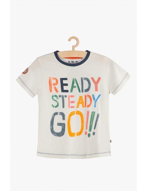 """T-shirt chłopięcy z kolorowym napisem """"Ready, steady, go!"""""""