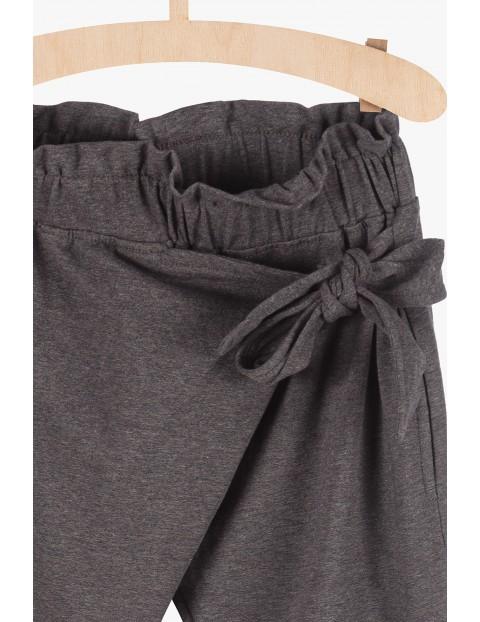 Spodnie dziewczęce - szare z ozdobnym wiązaniem