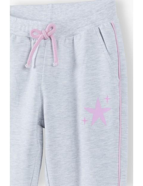 Szare dresy dziewczęce z różową gwiazdką i lampasami