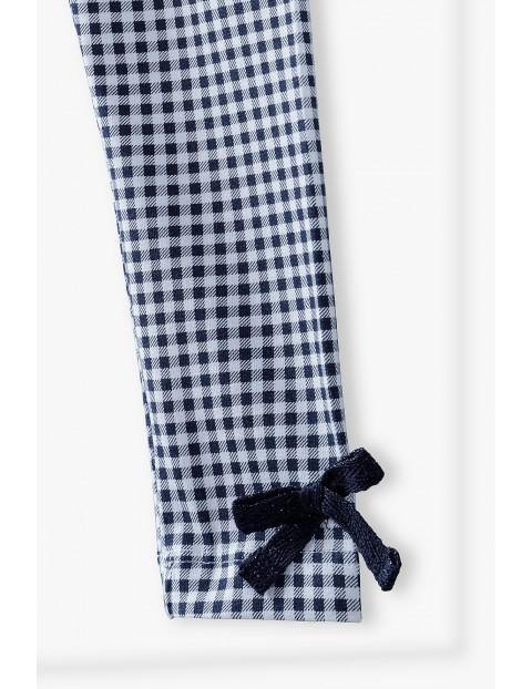 Leginsy w kratkę w ozdobnym kokardką i na nogawkach