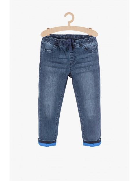 Jeansowe spodnie dla chłopca z bawełnianą podszewką