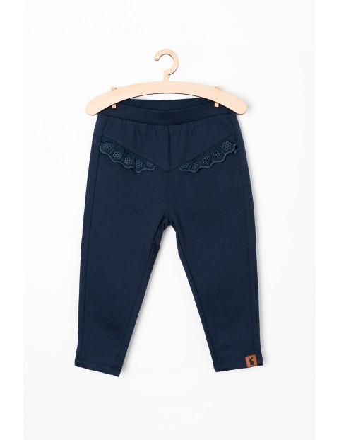 Spodnie dresowe niemowlęce - granatowe z ozdobna falbanką