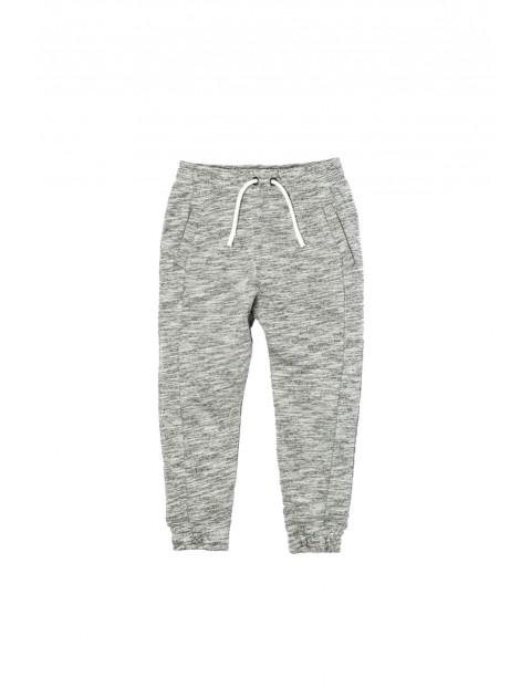 Spodnie chłopięce dresowe 1L33AQ