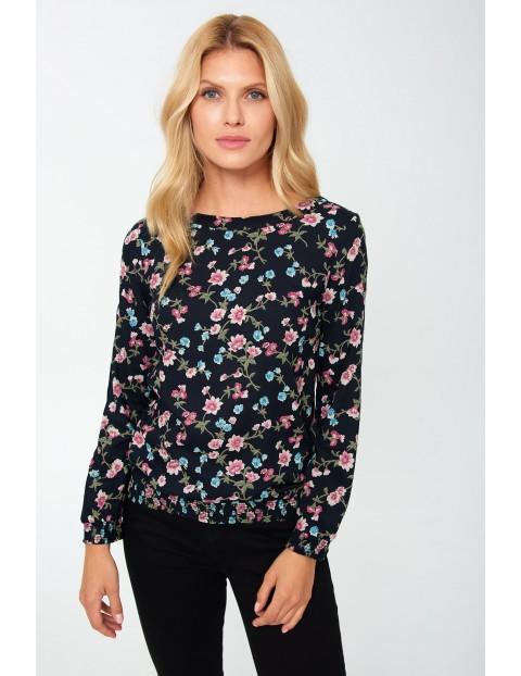 Bluzka damska z wiskozy w małe kolorowe kwiaty - czarna