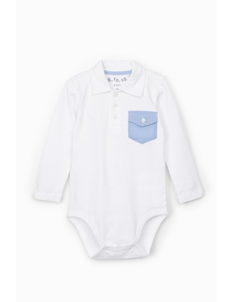 Białe body niemowlęce z kołnierzykiem