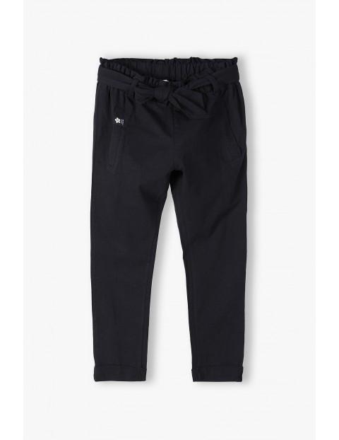Dresowe spodnie dziewczęce z wiązaniem - czarne