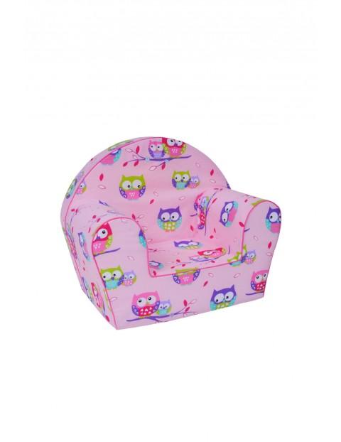 Różowy fotelik z kolorowe sowy