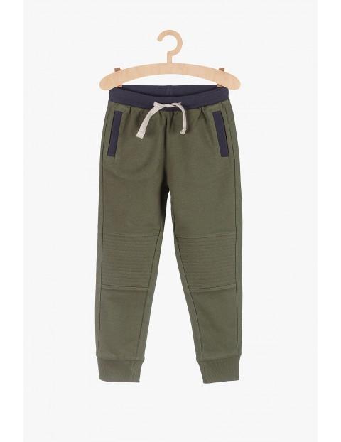 Spodnie dresowe chłopięce z motocyklowymi przeszyciami- zielone