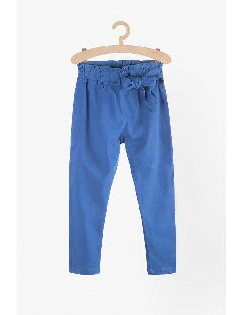 Spodnie dzianinowe dla dziewczynki- niebieskie z ozdobnym wiązaniem