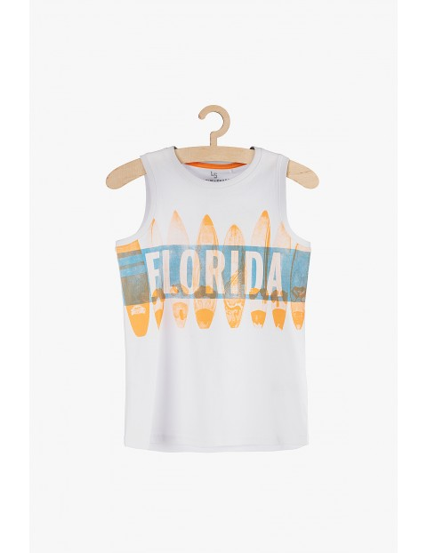 Koszulka chłopięca na lato- biała z kolorowymi nadrukami