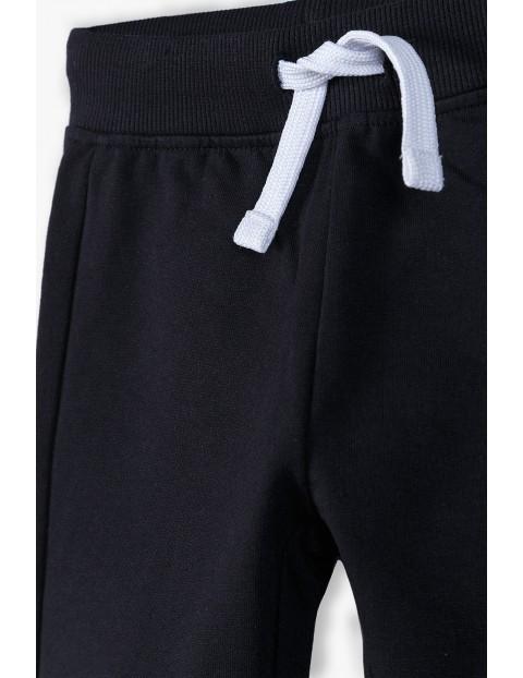 Spodnie dresowe niemowlęce w kolorze czarnym- ubrania dla całej rodziny