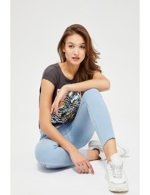 Jasnoniebieskie jeansy typu skinny