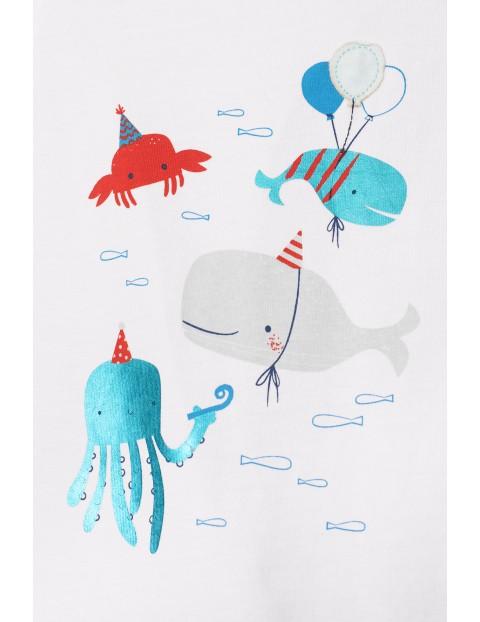 Białe body niemowlęce z morskimi zwierzakami