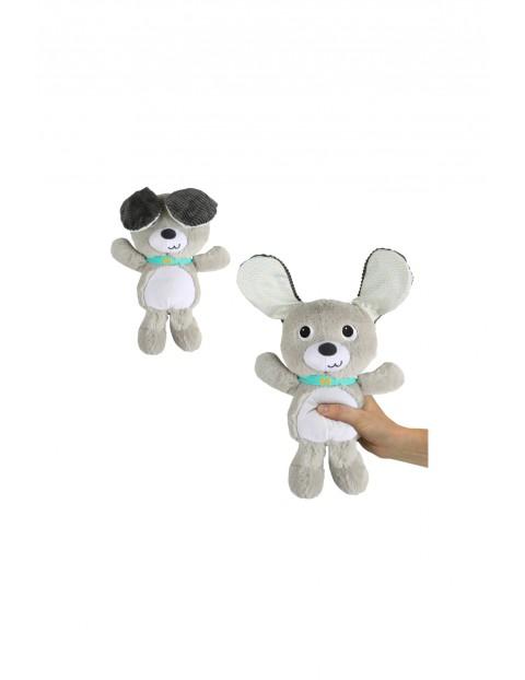 Pluszowy szczeniak z opadającymi uszami