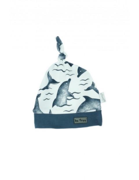 Biała czapka bawełniana z delfinami