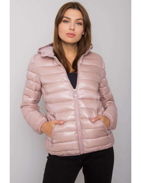 Jasnoróżowa pikowana kurtka damska z kapturem
