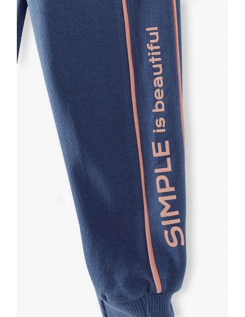 Granatowe spodnie dresowe z lampasem