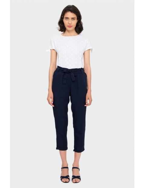Bawełniany biały  T -shirt damski na krótki rękaw z ozdobnym wiązaniem