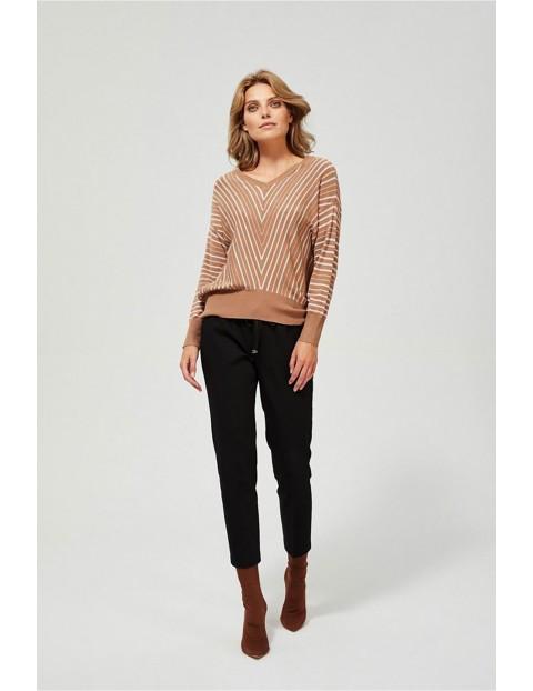 Sweter damski brązowy w paski rękawy typu nietoperz