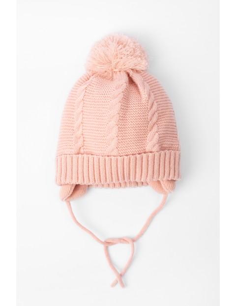 Czapka dla niemowlaka- różowa wiązana pod szyją