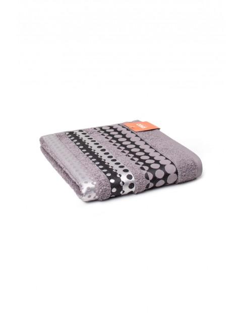 Bawełniany ręcznik w kolorze szarym 50x90 cm