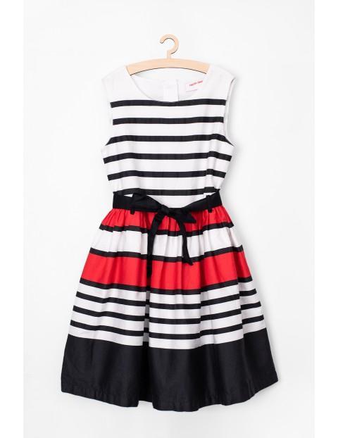 Sukienka dziewczęca w paski- ubrania na specjalne okazje