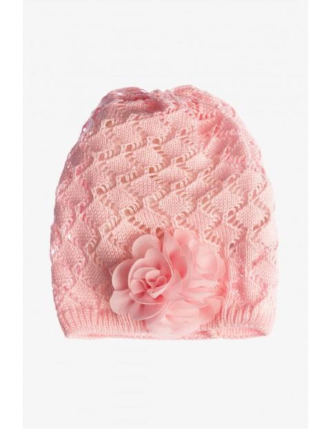 Czapka ażurowa dla niemowlaka- różowa
