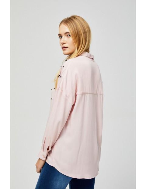 Różowa koszula damska z ozdobnymi kamykami