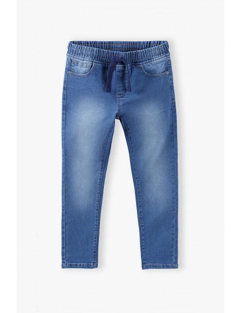 Spodnie chłopięce jeansowe z gumką w pasie- niebieskie