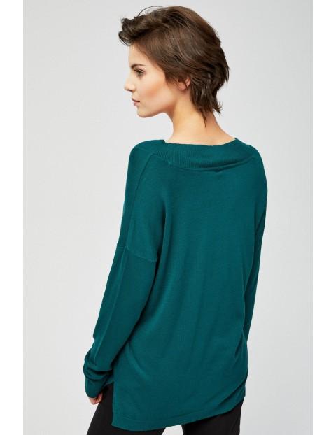 Zielony sweter typu oversize