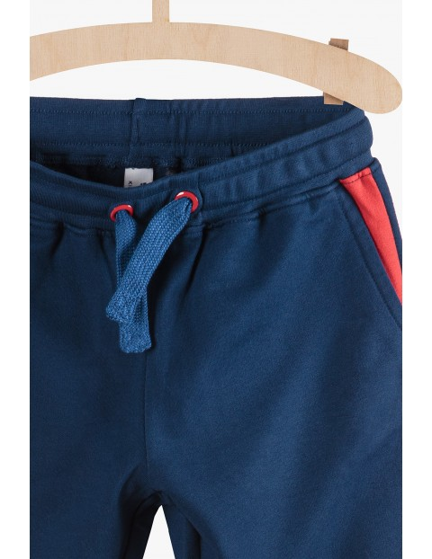 Dresowe spodnie dla chłopca- granatowo czerwone