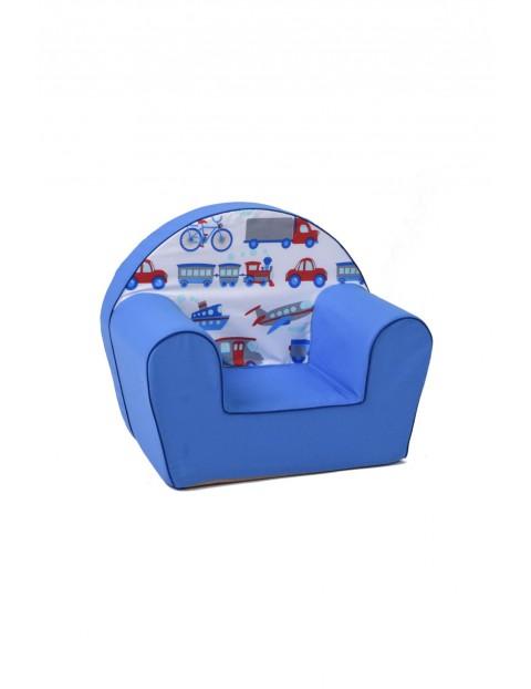 Niebieski fotelik w kolorowe aplikacje