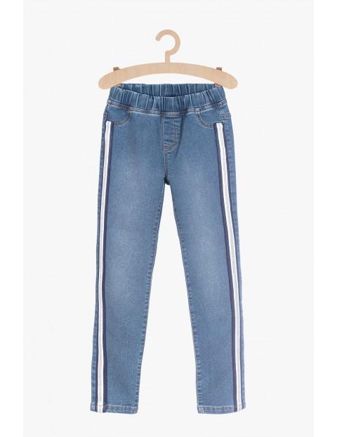 Niebieskie spodnie jeansowe z lampasami