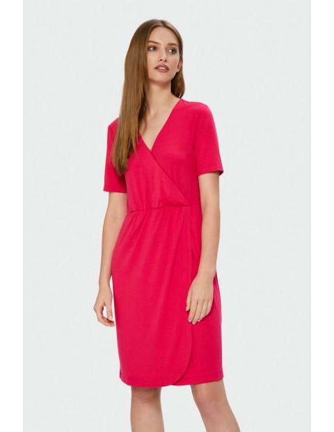 Czerwona sukienka kopertowa z krótkim rękawem