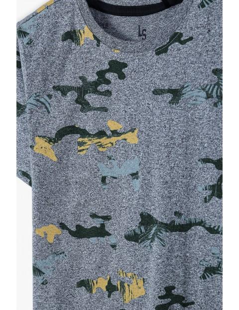 T-shirt chłopięcy w kolorze szarym z wzorem moro