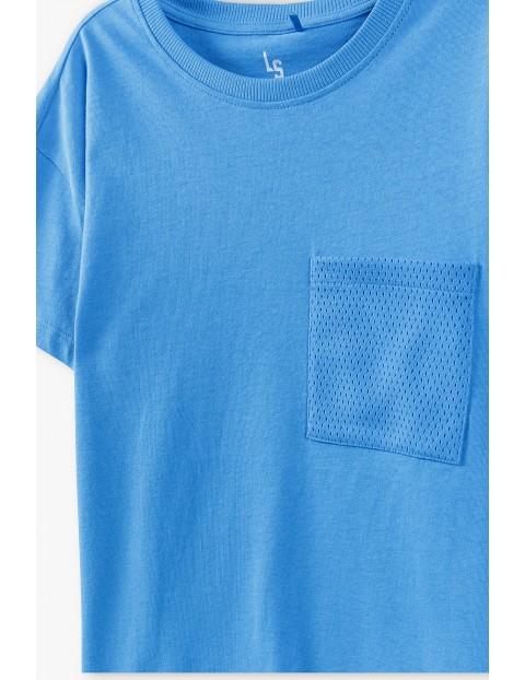 T-shirt chłopięcy w kolorze niebieskim z kieszonką