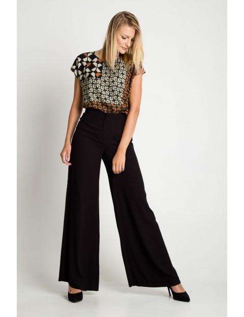Czarne mocno rozszerzane spodnie damskie