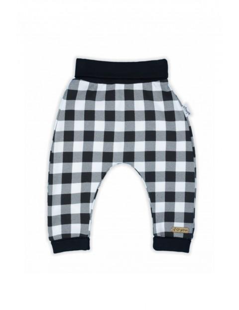 Bawełniane spodnie dresowe niemowlęce w kratkę