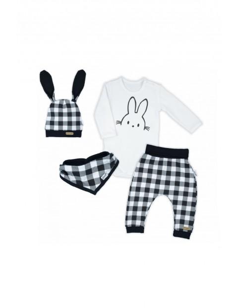 Zestaw bawełnianych ubranek niemowlęcych- 4-częściowy
