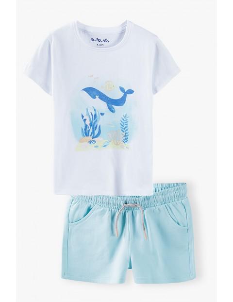 Komplet dziewczęcy-biała bluzka z wielorybem i niebieskie  spodenki dzianinowe
