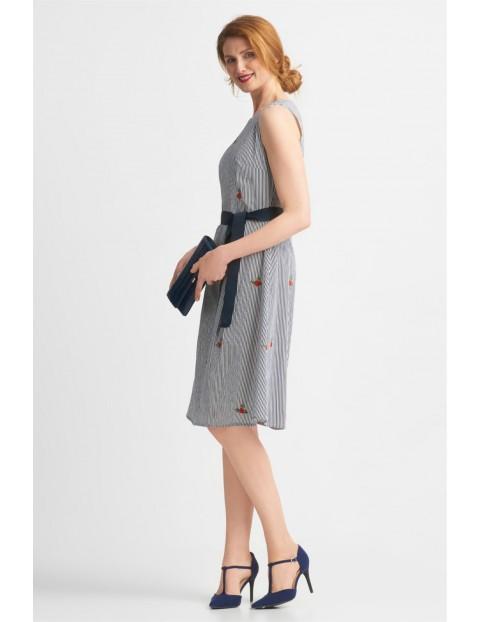 Wiązana sukienka bez rękawków
