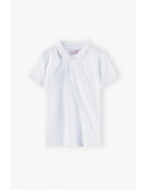T-shirt chłopięcy biały z kołnierzykiem