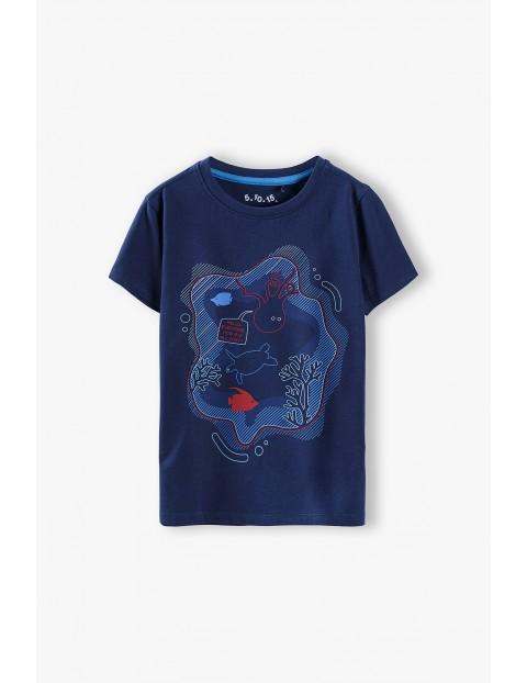 T-shirt chłopięcy granatowy z morskim motywem