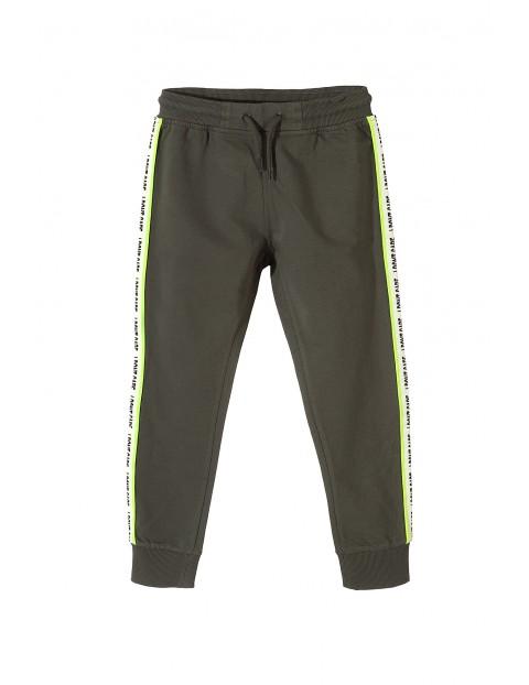 Sportowe spodnie dla chłopca-zielone