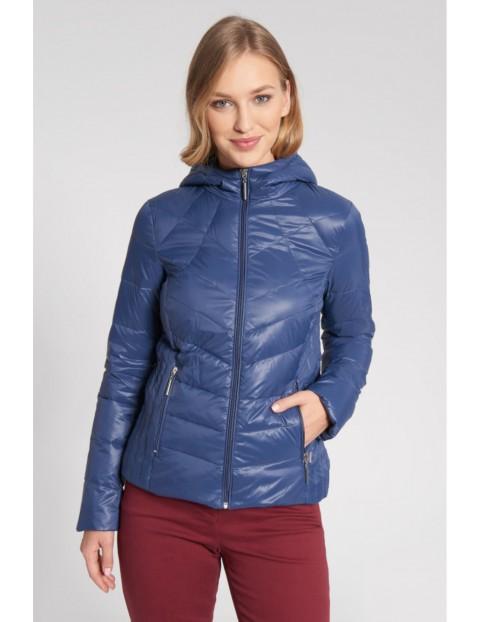 Niebieska pikowana kurtka z kapturem