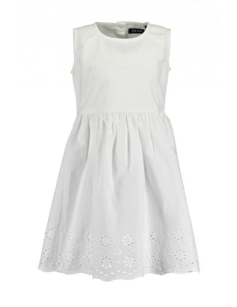 Sukienka dziewczęca na lato - biała z haftowanym dołem