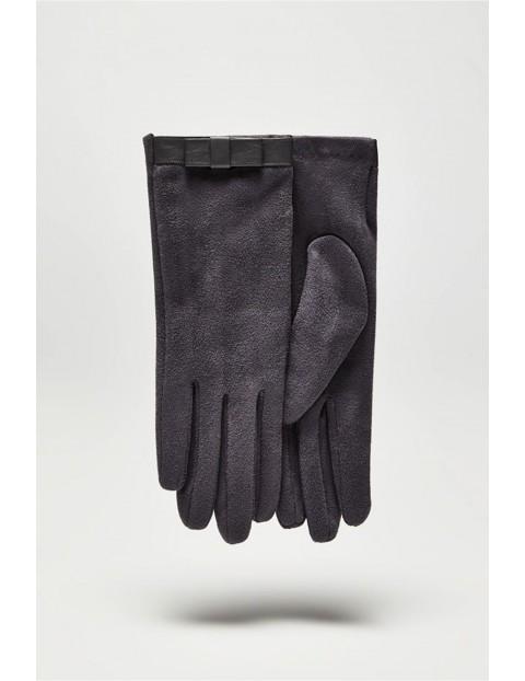 Długie stylowe rękawiczki damskie wykonane z zamszowego materiału - szare