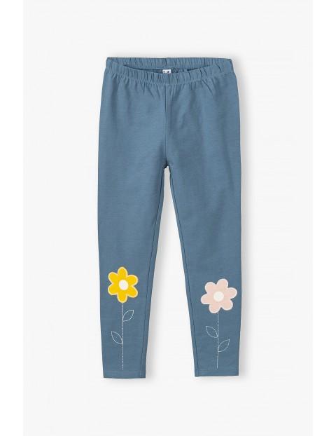 Leginsy dziewczęce z kwiatkami na nogawkach - niebieskie