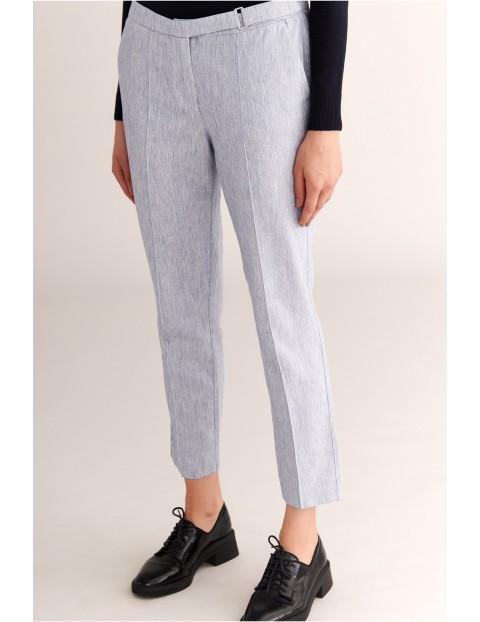 Elegancie spodnie damskie z ozdobną sprzączką Tatuum - szare