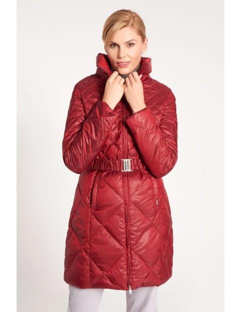 Czerwona damska kurtka z pikowaniem